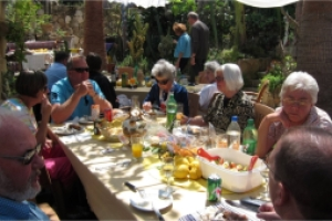 More guests at Uwe Vandieken's garden party